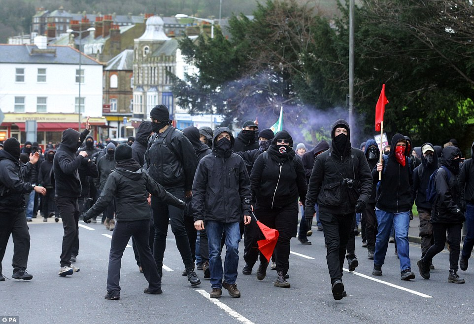 Labour Party hypocrisy : left-wing thugs at Dover ready to attack anyone who has a different political opinion